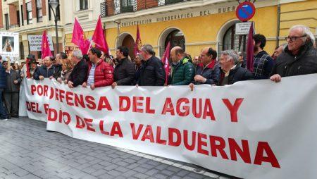 """Los agricultores de la Valduerna reclaman poder seguir regando sus cultivos """"como siempre"""""""