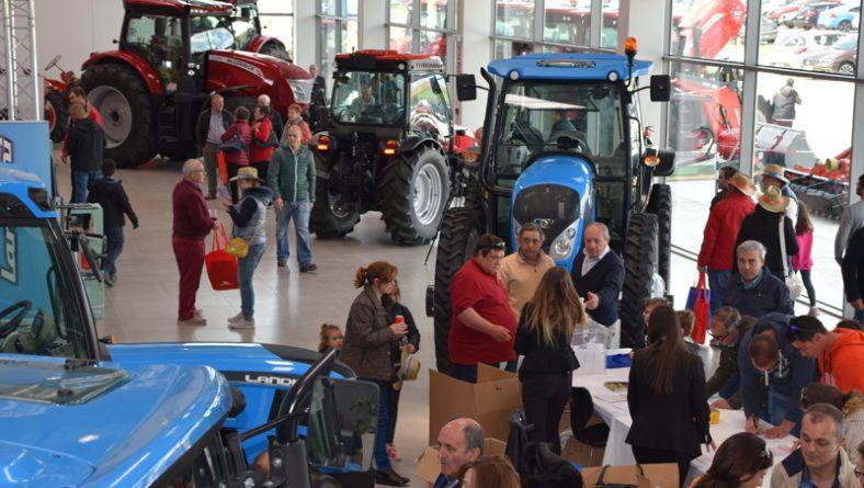 Más de mil profesionales celebran un San Isidro anticipado en la sede de Argo Tractors en Villamarciel (Valladolid)