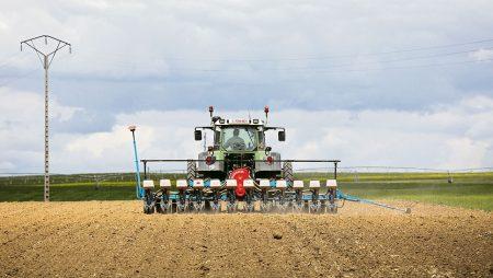Los agricultores pueden continuar su actividad agraria, siempre que mantengan las medidas recomendadas